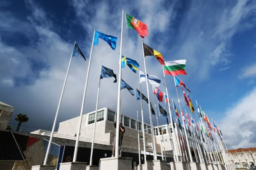 The European Council faces a new presidency, and the new headquarter has already flying flags made from recycled materials recovered from the sea.